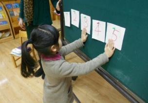 創造性課程 | 大班數學教案及反思——10以內數的相鄰數