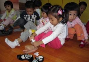 小班主题系列活动《小小手,大本领》——教学活动篇