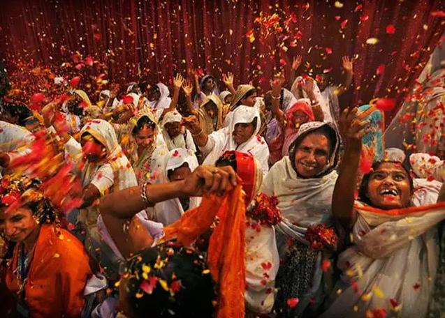 2017,带你去看全世界是如何跨年的,还有的国家跳河庆祝?