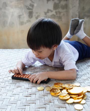 如何培养幼儿金钱观?从小班到大班,一个小区域就够了