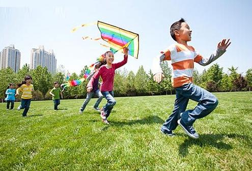 春天到来,爸妈可以相约其他家庭组织好玩的周末活动!