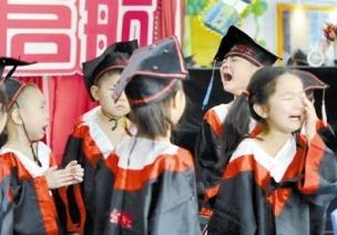 毕业典礼孩子哭成一片,会不会影响升小学的情绪?