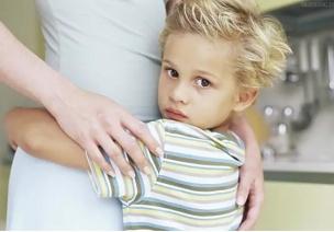 家长必读 | 逼孩子打招呼大错特错!这些办法让孩子更有礼貌