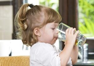 幼儿保健 | 宝宝不爱喝水,觉得没味道,就爱喝饮料,怎么办?