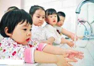 孩子洗手時愛玩水、玩香皂怎么辦?如何培養良好的洗手習慣?