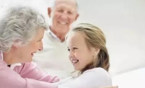 年轻爸妈必读 | 家里老人在育儿方面老和你闹不愉快怎么办?