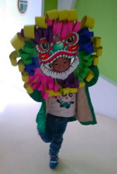 纸箱废旧利用 | 大型美术创意:威武的大狮子来啦!