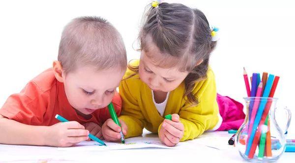 家园共育 | 一张表告诉你各年龄段孩子做哪些合适的蒙氏工作