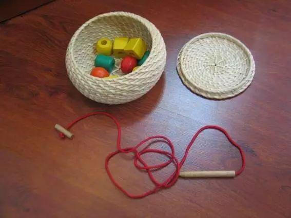 蒙台梭利 | 20种日常生活中的前导性工作,促进孩子自我发展