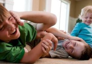 """名家杂谈   用""""三不原则""""让孩子学会与同伴相处"""