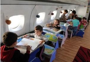 这样的幼儿园孩子一定都想去,两所由飞机和集装箱改造而成的幼儿园
