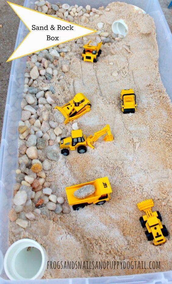 孩子那么喜欢玩沙子,身为幼儿园老师,你知道几种玩沙游戏?