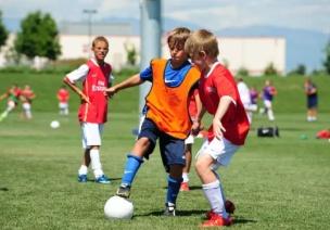 世界杯来了,原来幼儿踢足球好处尽然这么多!
