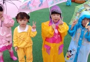 下雨天幼儿园这样开展雨中活动,孩子乐翻天!