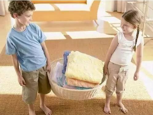 """暑期幼儿在家怎么过,这""""五要四不要""""家长一定要牢记"""