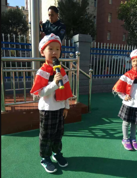 国庆教案   大班社会领域活动 《我是小小升旗手》