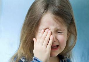 案例分析 | 理解孩子的情�w表�_:哭
