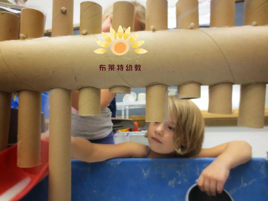 自制玩沙教具 | 国外幼儿园超实用的玩沙桌,神奇创意!