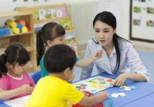 暑期值班的老师不应只是简单照看孩子,你可以这样安排