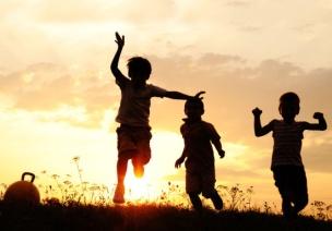 假笑男孩、4岁神童:欢呼散去,他们的童年还剩下什么?