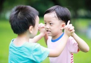 """""""不许碰!""""别让过度保护毁了孩子,适当冒险更利于成长"""